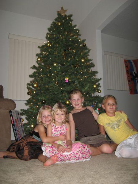 noa_esmee_kerstboom.jpg