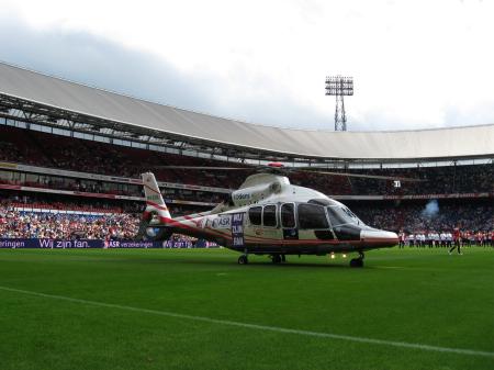 De PH-EQU op de Feyenoordse grassprieten
