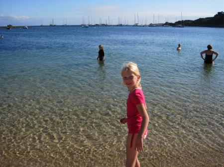 Het zeewater is niet erg warm maar wel heel helder
